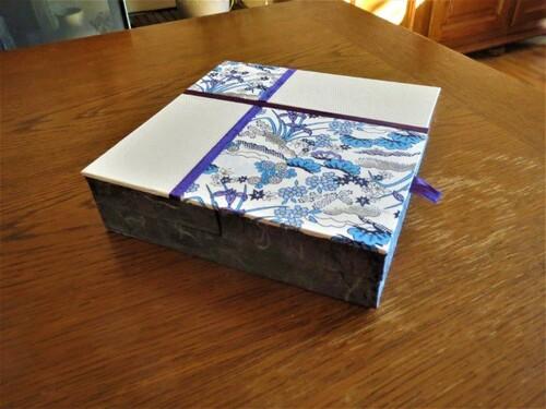 une boite plate a ouverture originale