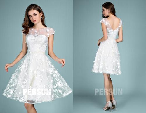 robe de mariee courte couvert de dentelle appliquee col illusion avec manche courte