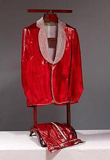 costume de claude françois sur podium