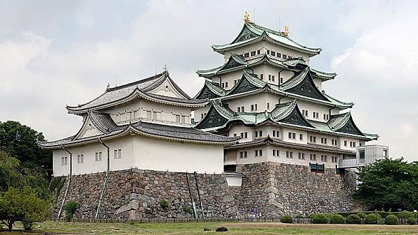 800px-Nagoya Castle(Larger)