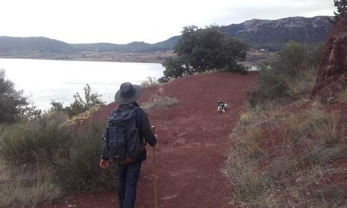 Du plus prés de l'eau , au plus loin des crêtes ressentons le Salagou
