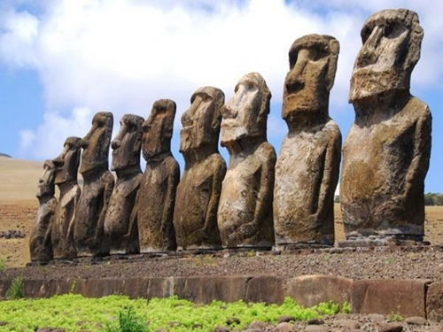 Gigantesques statues de l'île de Pâques