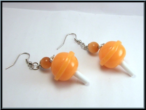 Boucles sucette à l'orange en fimo.