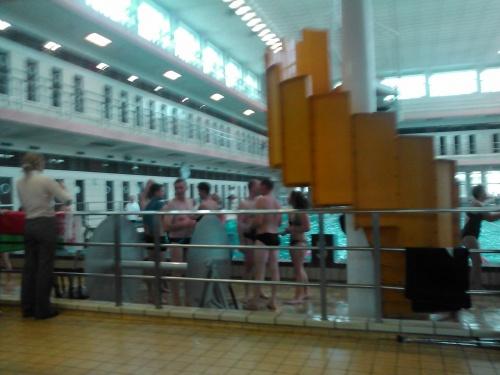 nage écoliers du monde, plus de 500 nageurs! magnifique!