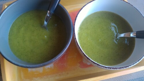 Soupe froide de courgettes aux épices (curry et curcuma)