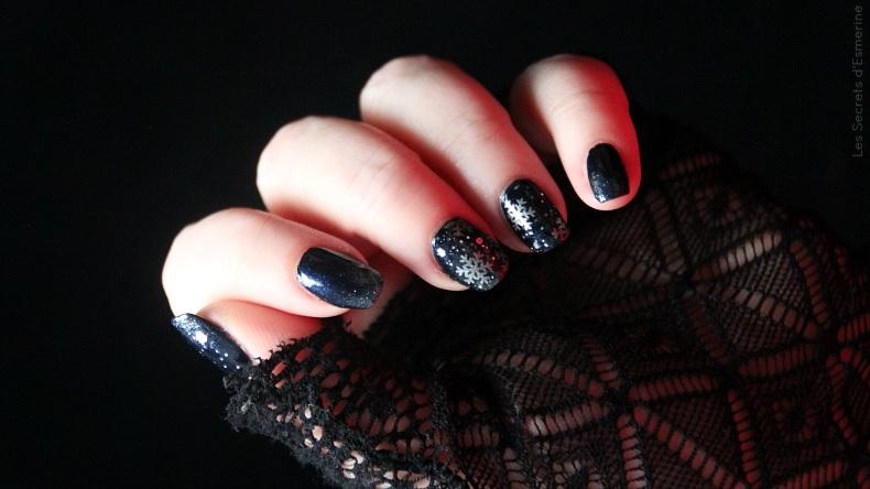 Noël 2017 : un nail art cotonneux sous un ciel étoilé pour une nuit magique