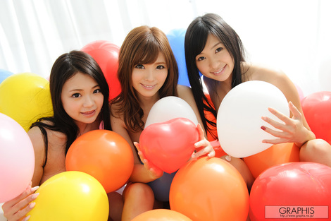 WEB Gravure : ( [Graphis] - | Gals - Special Contents / GRAPHIS GIRLS - Special Gallery vol.01 | Nana Ogura/小倉奈々 x Rina Kato/加藤リナ x Kana Tsuruta/鶴田かな )