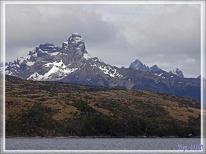 Panorama en deux parties (vue sur 360°) issu de 50 photos prises à partir du pont supérieur du Stella Australis - Canal entre le Détroit de Magellan et le Cap Horn - Patagonie - Chili