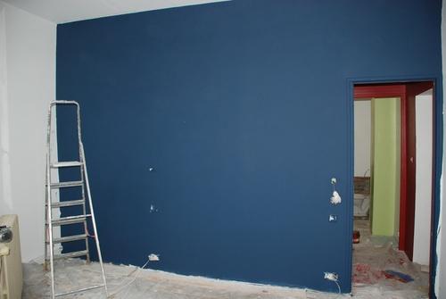 du bleu dans la chambre