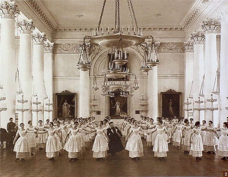 Dance class in the Smolny Institute for Noble Maidens.  Russian Empire, Saint-Petersburg. 1901//: