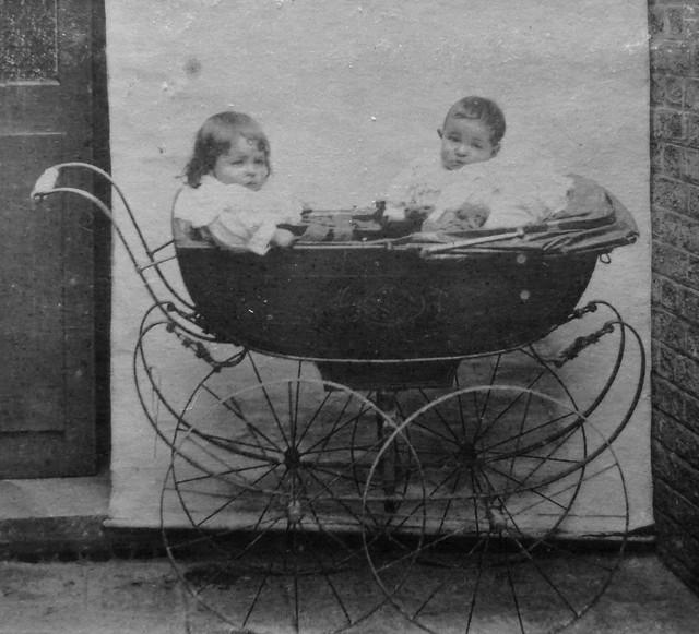 Blog de sylviebernard-art-bouteville : sylviebernard-art-bouteville, Anciennes voitures de bébé.