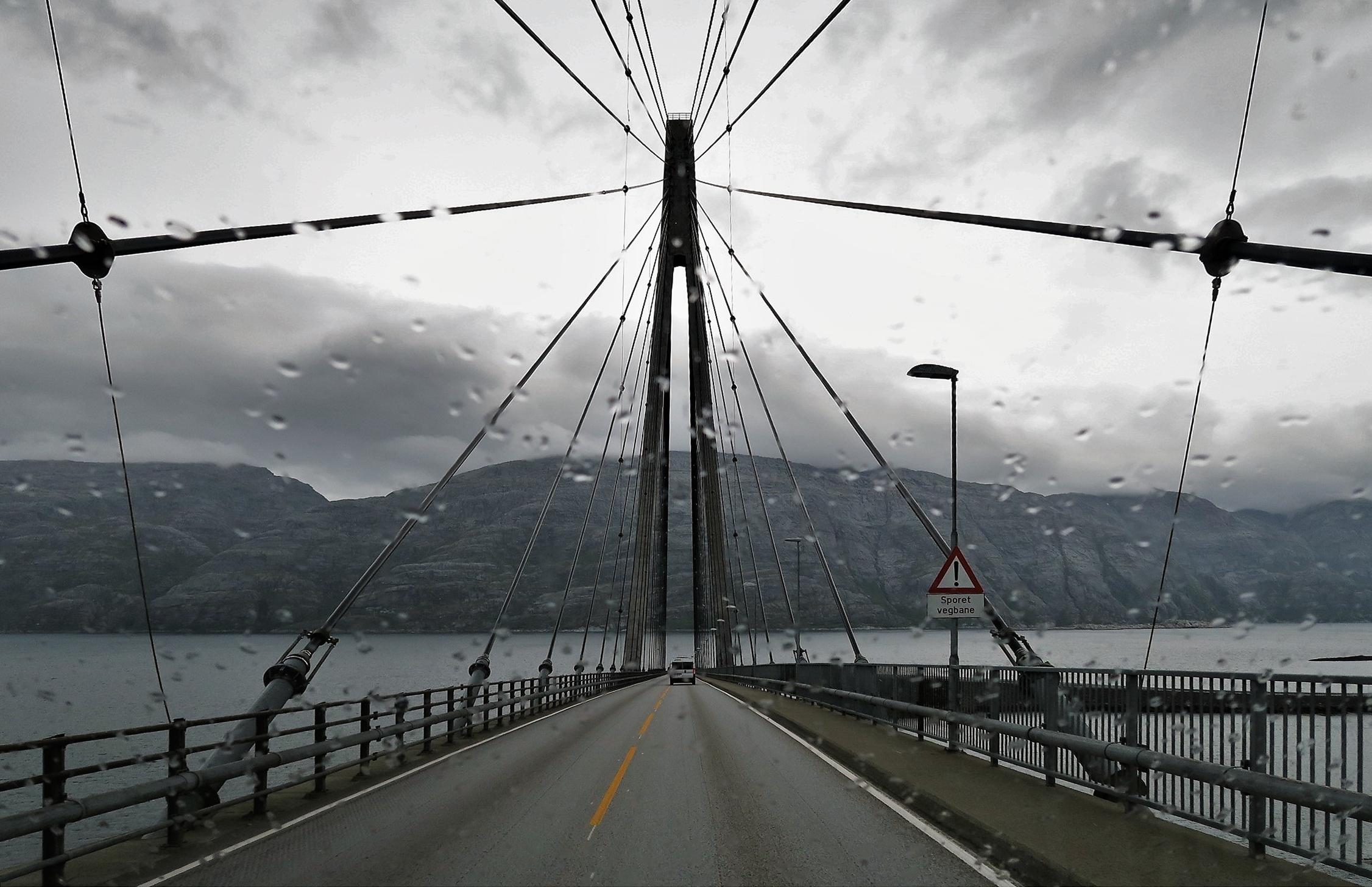 Curieuse impression que de voir la mer au bout du pont