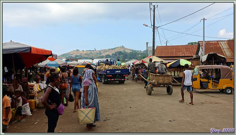 La vie trépidante dans les rues de Hellville -  Nosy Be - Madagascar