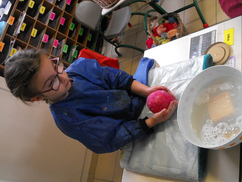 atelier découverte de la laine au CP