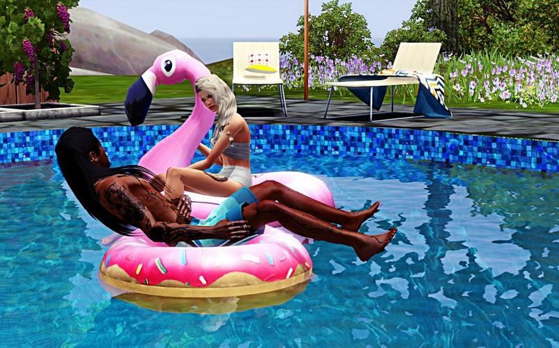 L'image contient peut-être: une personne ou plus, personnes assises, piscine et plein air