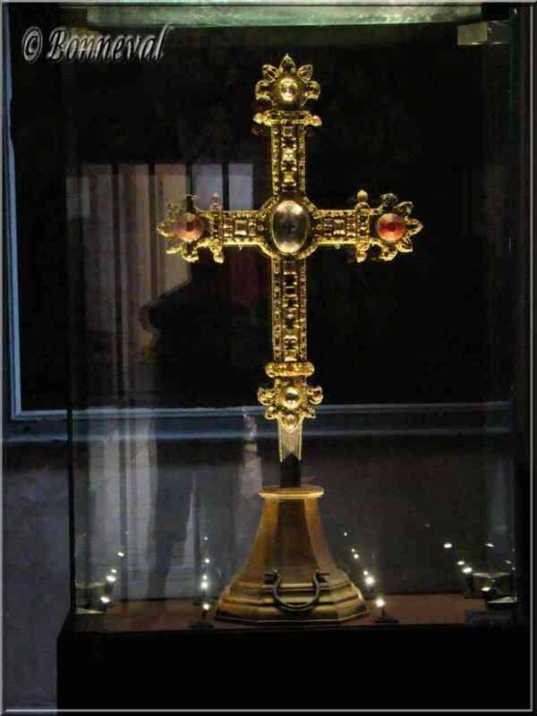 Castelnau-de-Montmiral la Croix Reliquaire des comtes d'Armagnac