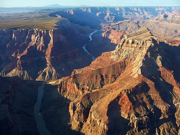 Grand-Canyon-vu-d-avion-b.JPG