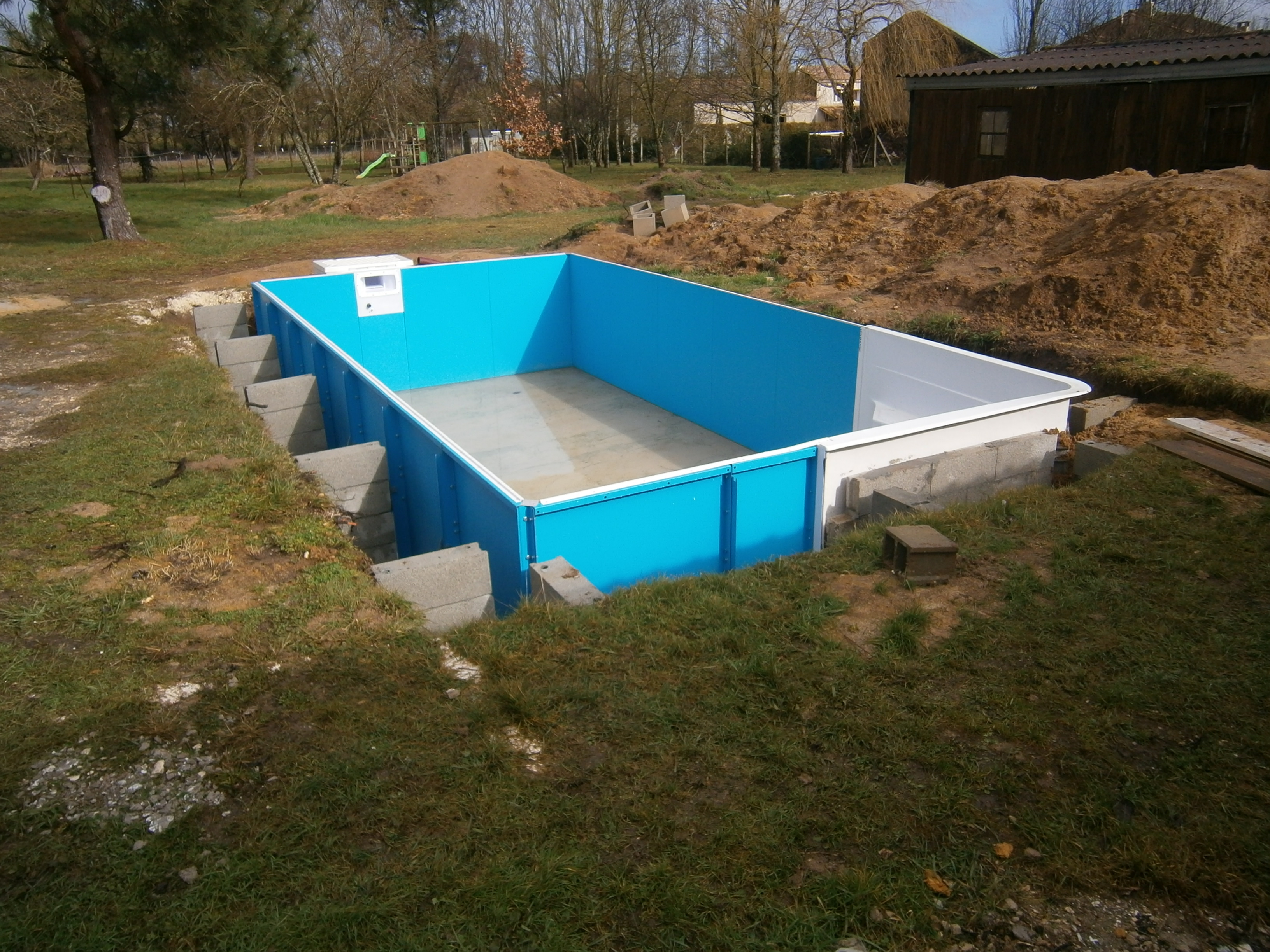 Piscine en kit travaux piscine for Piscine en parpaing