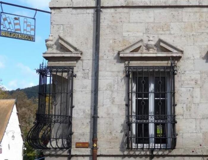 Deux bâtiments publics