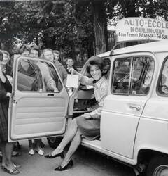 Automne 1964 : le chemisier quadrillé vert, blanc, beige.