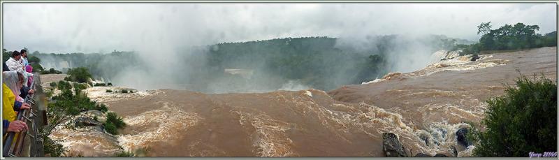 Nous terminons par la dernière plateforme, celle de Salto San Martin, et toujours sous la pluie ... - Chutes d'Iguazu - Puerto Iguazu - Argentine