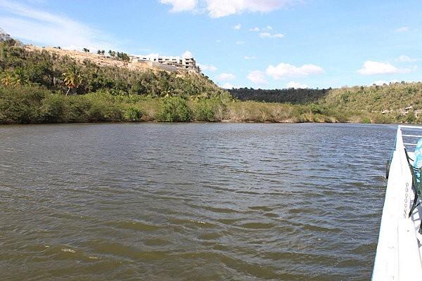 sur le fleuve Chavon (4)