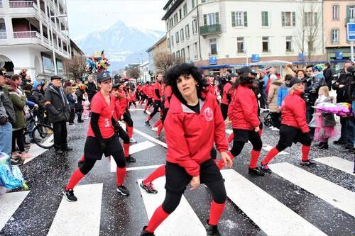 Carnaval  de cluses  4-3-18 avec  les zumbettes