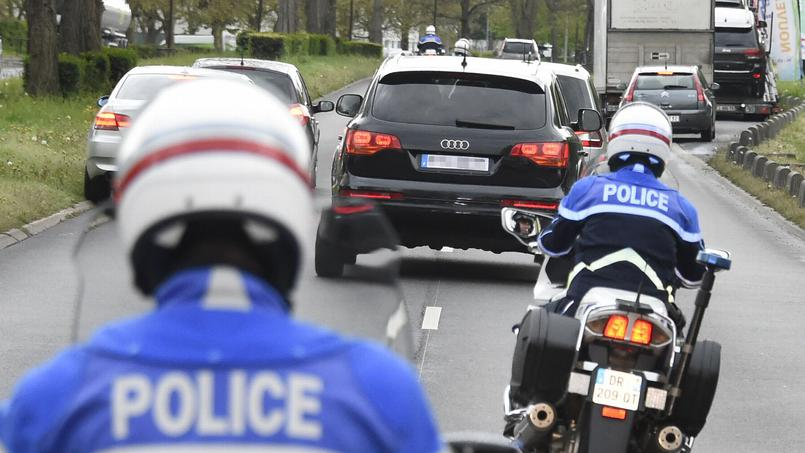 Le 27 avril. Salah Abdeslam escorté à la prison de Fleury-Mérogis, à une trentaine de kilomètres de la capitale.