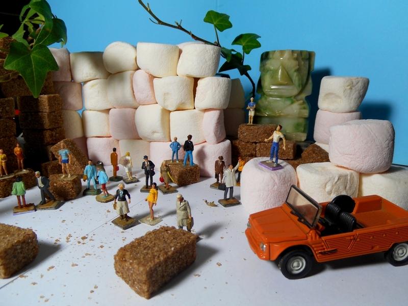 Aujourd'hui : Souvenirs, du thé, la vie de bureau, un pont avec trop de sucre.
