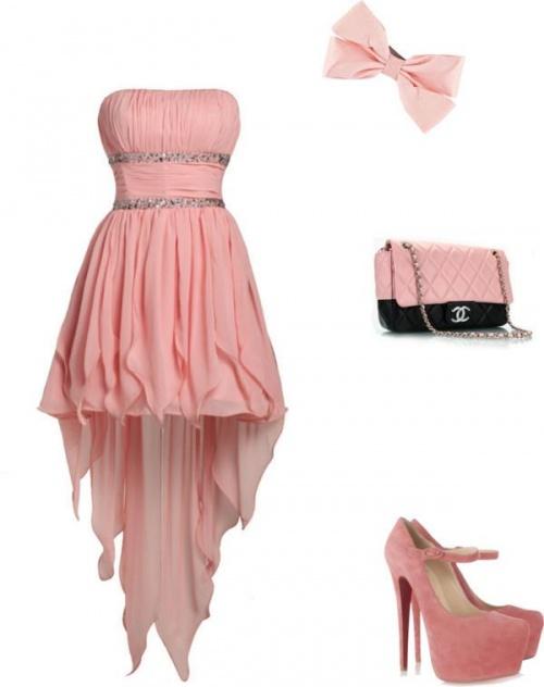 Petite robe pour une soirée chic perso j'adore!!!<3
