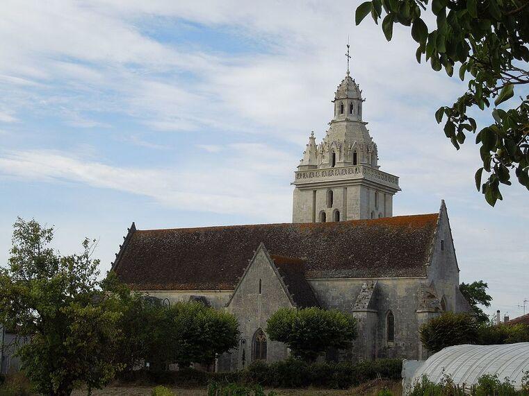 Fléac-sur-Seugne, church Saint-Pierre.jpg