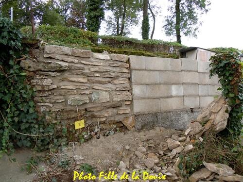 Une reconstruction de mur qui pose problème...