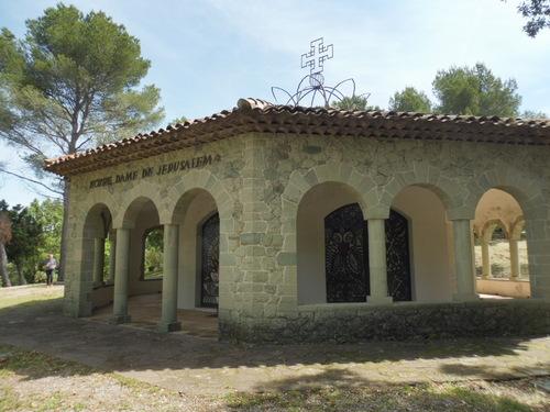 La chapelle N-D de Jérusalem dite Chapelle Cocteau.