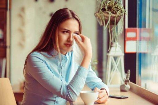 femme souffrant du manque d'amour pendant l'enfance