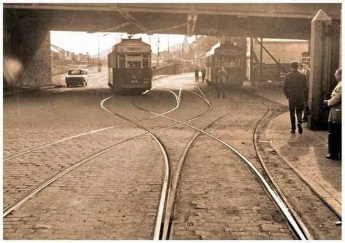 Trams sous le Pont du chemin de fer à Jemeppe (photo Bawin Alain sur FaceBook)