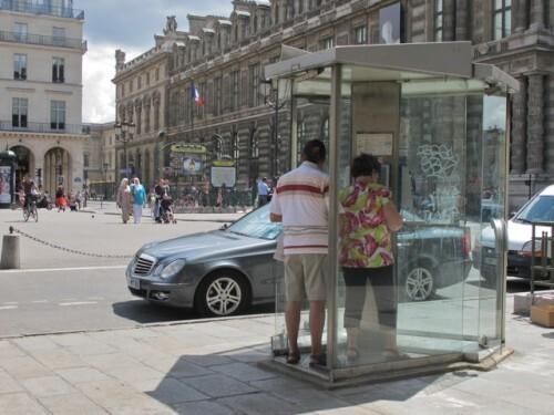cabine téléphonique Louvre