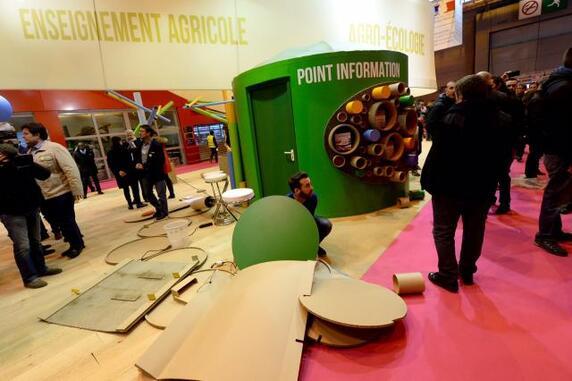Des heurts ont éclaté ce samedi matin au Salon de l'Agriculture à Paris, où des manifestants ont totalement démonté le stand du ministère de l'Agriculture.