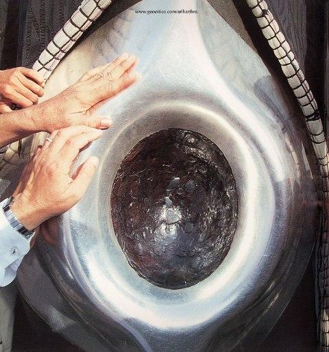 الحجر الأسود نزل من الجنة أبيض