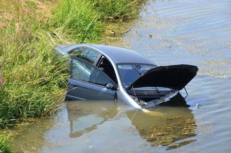 """Résultat de recherche d'images pour """"image voiture dans l'eau"""""""