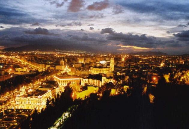 La nuit tombe sur Malaga