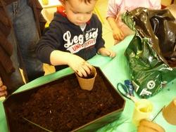 Atelier jardinage pour les plus petits..