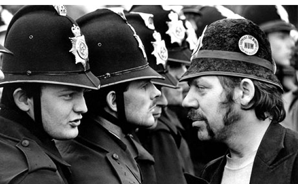 Miners_strike_Orgreave_1984