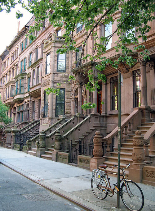 brownstone houses in Harlem, by Momos