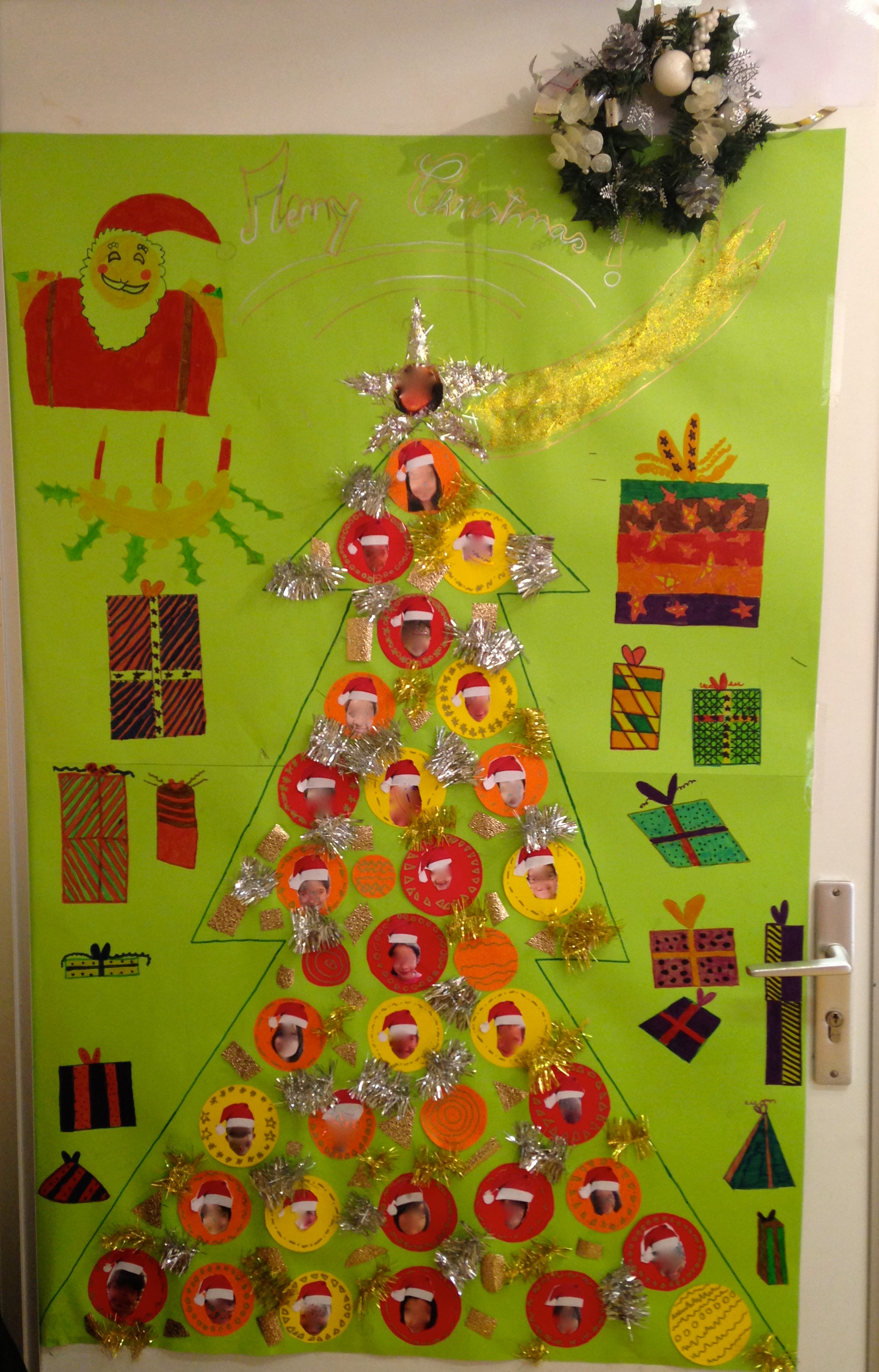 Decoration de noel pour porte for Decoration porte ecole