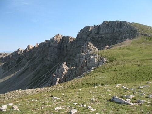 La crête sud des Monges, le sommet n'est plus très loin