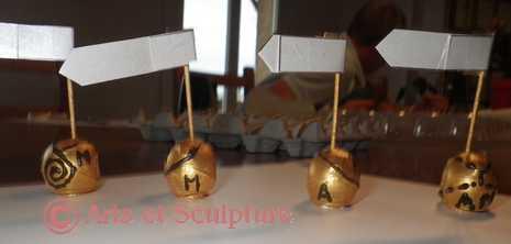 déco mariage mini casque moto or d'Alexandra - Arts et Sculpture: sculpteur designer