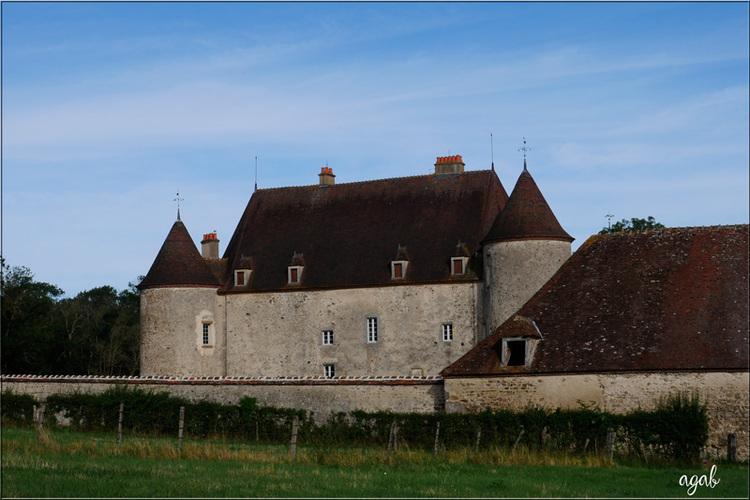 dans l'Allier, presque 600 châteaux ... en voici quelques uns