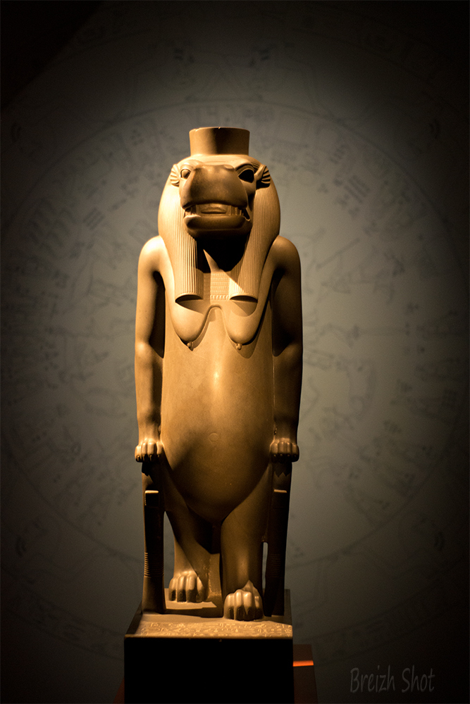thoueris,grauwacke, statue