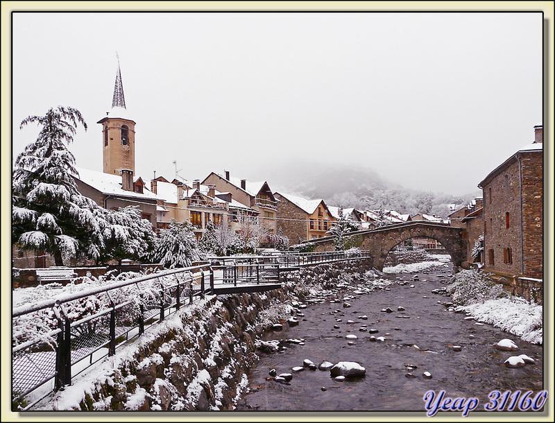 Esterri d'Àneu et son pont roman sous la neige - Pallars Sobirà - Catalogne - Espagne