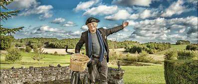 <p>Alain Borer chez lui à Chambon (Indre-et-Loire) le 22octobre 2017. </p>